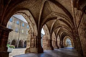 Cloître ancien monastère